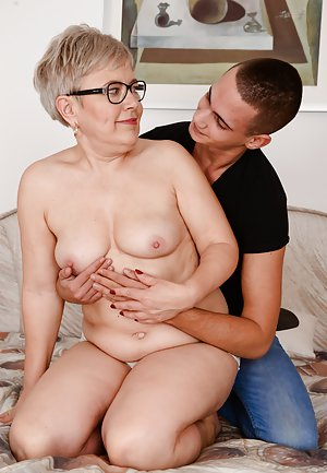 Voluptuous mommy fucks good her step son